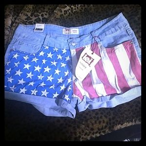 L.E.I ashley low rise shorts